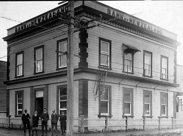 Hikutaia New Zealand  city pictures gallery : The Bank of New Zealand, Paeroa, on the corner of Normanby Road and ...